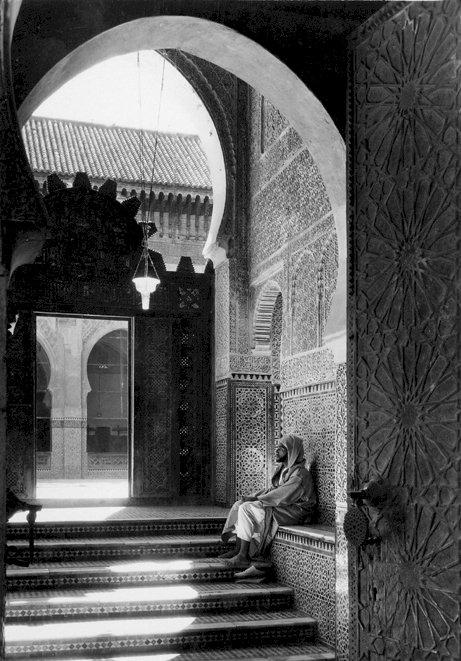القبيلتان الأمازيغيتان اللتان باعتا أرض فاس للإمام إدريس