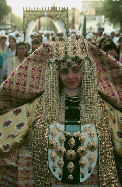 لبسة الجوهر أو اللبسة الفاسية: زي تقليدي لا يغيب عن الأعراس الفاسية